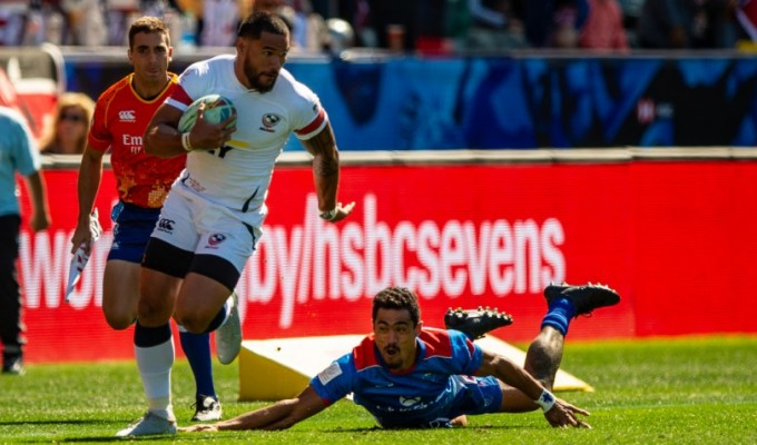 Martin Iosefo leaving a tackler in his wake in Los Angeles. David Barpal photo.