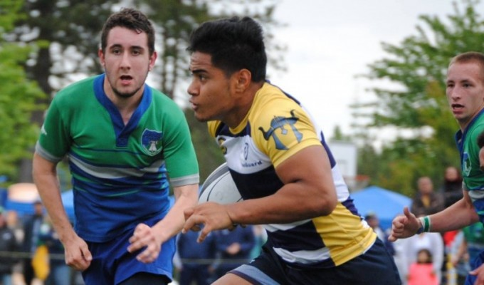 Lui Sitama running the ball for the Budd Bay Barbarians in 2015. Carrie Hunkin-Clark photo.