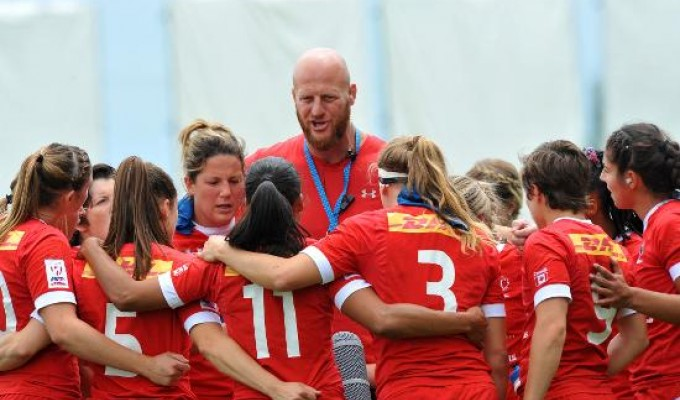 John Tait addresses the Canadian Women's 7s team. Photo World Rugby.