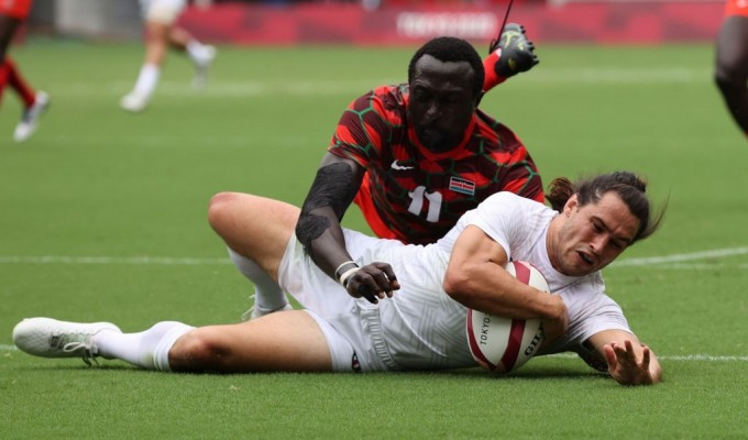 MAdison Hughes scores the game-winner against Kenya. Mike Lee KLC fotos for World Rugby.