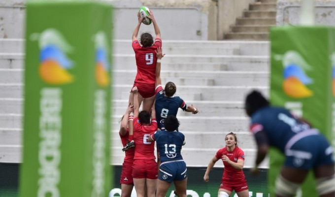 Spain and USA women go up for a lineout in last week's bronze medal match. Photo Madrid 7s.