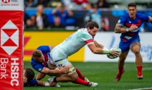 Danny Barrett stretches over to score against France in the 2020 LA 7s. David Barpal photo.