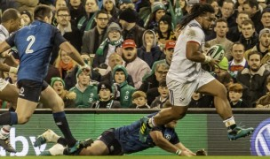 Joe Taufete'e on his way to scoring a superb try against Ireland in 2018. Colleen McCloskey photo.