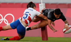 New Zealand's Gayle Broughton dives over for a try in the gold medal match against France. Photo Mike Lee - KLC fotos for World