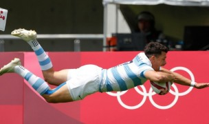 Argentina's Lautaro Bazan Velez flies in the match-winning try against Australia. Mike Lee - KLC fotos for World Rugby