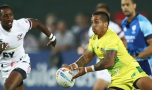 Australia on the attack versus the USA in the final pool match between the two at the 2019 Dubai 7s. Mike Lee klc Fotos